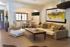 Das helle und gemütliche Wohnzimmer auf der Finca Mallorca Ca´n Bini